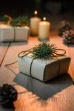 Cajas de regalo hermosas de la Navidad con las decoraciones en interior del Año Nuevo Fotos de archivo libres de regalías