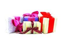 Cajas de regalo pressent con las decoraciones de la cinta en el fondo blanco Fotografía de archivo libre de regalías