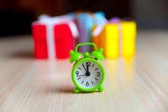 Cajas de regalo y despertador Imagen de archivo libre de regalías
