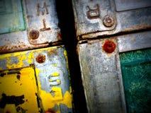 Cajas del metal que aherrumbran Imágenes de archivo libres de regalías