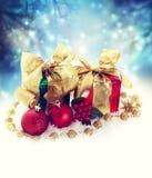 Cajas del regalo de Navidad en la noche Fotografía de archivo libre de regalías