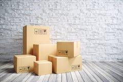 Cajas móviles de la cartulina en nuevo hogar fotos de archivo