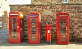 Cajas rojas del teléfono en el fuerte George Inverness Imagenes de archivo