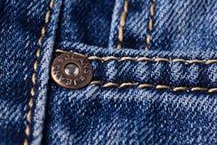 Cajgu zakończenie Przepięcia, kieszeń, szwy Przeplatać tkanin wi Fotografia Stock