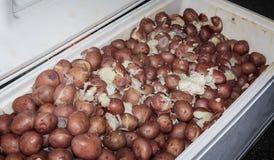 Cajun a refroidi des pommes de terre à une ébullition d'écrevisses Image libre de droits
