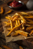 Cajun sazonó las patatas fritas foto de archivo