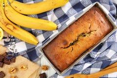 Cake à la banane délicieux chaud fraîchement cuit au four images libres de droits
