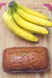 Cake à la banane et bananes Images stock