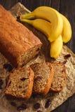 Cake à la banane fait maison avec la canneberge Photo libre de droits