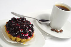 Cake with black currants and coffee Royalty Free Stock Images