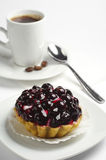 Cake with black currants and coffee Royalty Free Stock Photos