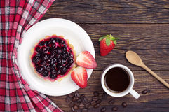 Cake with black currants, strawberry and coffee Stock Images