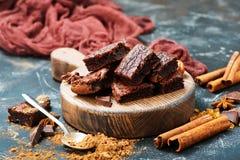 Cake and cocoa powder Royalty Free Stock Photos