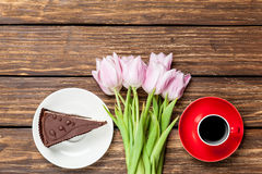 Cake and cup of coffee with tulips Royalty Free Stock Photos