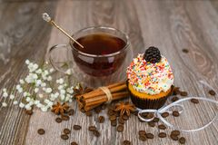 Cake and a cup of tea on a table Royalty Free Stock Photos