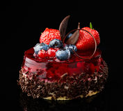 Cake with fresh berries and chocolate Royalty Free Stock Images