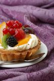 Cake with fresh fruits Royalty Free Stock Photography