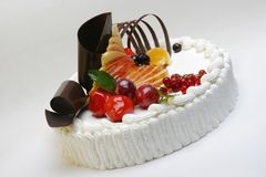 Cake with fresh fruits Stock Photography