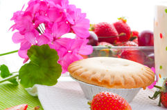 Cake with fresh fruits decoration Royalty Free Stock Photos