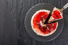 Cake gelaagd met roomkaasmousse stock fotografie