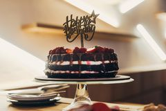 Cake with Happy Birthday sign Royalty Free Stock Images