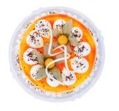 cake hela dekorerade nya frukter arkivfoton