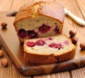 Cake med Cherry Royaltyfri Foto