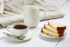 Cake med kaffekoppen Royaltyfri Foto