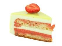 Cake met aardbei en kalk op wit wordt geïsoleerd dat Stock Afbeeldingen