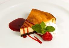 Cake met aardbeien Stock Afbeelding
