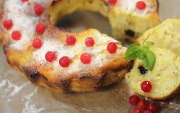 Cake met bessen Stock Afbeeldingen
