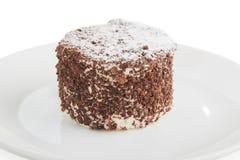cake met chocolade diecrumbs wordt bestrooid stock afbeelding
