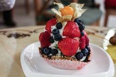Cake met de bessen Stock Fotografie