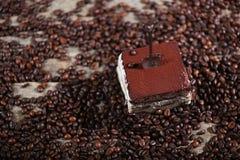 Cake met een kleine lepel Stock Afbeeldingen