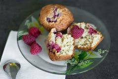 Cake met framboos en graangewas Stock Foto's