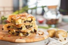 Cake met gebraden champignons Royalty-vrije Stock Afbeeldingen