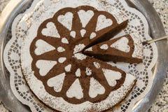 Cake met gezoete harten wordt verfraaid dat royalty-vrije stock foto