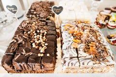 Cake met hazelnoot, groenten in het zuur en rozijn Royalty-vrije Stock Foto's