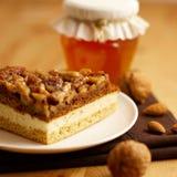 Cake met noten stock afbeeldingen