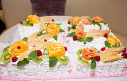 Cake met ornamenten van fruit stock foto