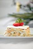 Cake met pinda's en aardbeien Royalty-vrije Stock Afbeeldingen