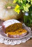 Cake met pompoen, noten en rozijn Stock Fotografie