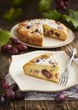 cake met rode druiven Stock Afbeeldingen