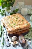 Cake met rode rijst en vlees op de lijst Royalty-vrije Stock Afbeelding