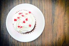 Cake met Room, Cupcake op Woody Background Stock Afbeelding