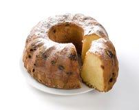 Cake met rozijn en suiker op plaat stock afbeeldingen