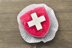 Cake met Suisse-vlag royalty-vrije stock foto