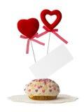 Cake met twee harten en kaart Stock Afbeeldingen