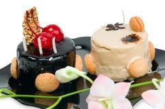Cake met witte en donkere chocolade Stock Afbeeldingen