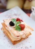 Cake Mille -mille-feuille met frambozen Stock Foto